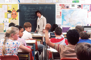 classroom setting where a student is raising their hand